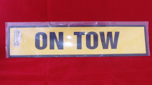 On Tow sign, magnetic sign  Code AP0861